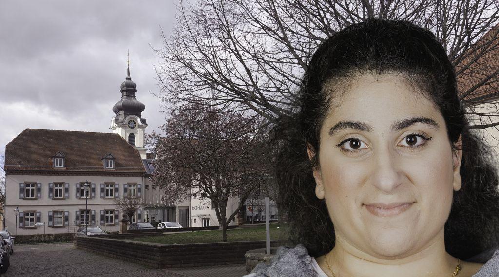 Foto-Collage: rechts Frau mit langen schwarzen Haaren, im Hintergrund Kirchvorplatz mit Rathaus und katholischem Kirchturm Friesenheim